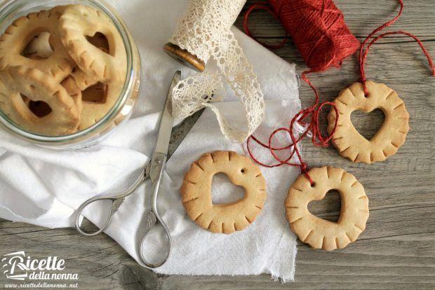 Ricetta biscotti di Natale da appendere all'albero