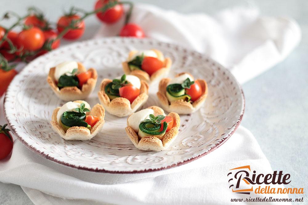 Antipasti Ricette Di Natale.Tartine Con Zucchine Pomodoro E Mozzarella Ricette Della Nonna