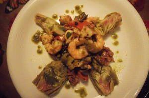 Insalata tiepida di mare con carciofi e verdure grigliate