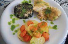 Merluzzo panato al forno con bietola, patate e carote