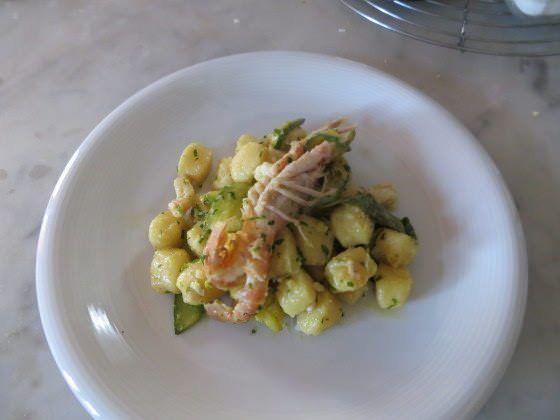 Gnocchi con scampi, zucchine e arancia ricetta e foto