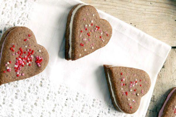 Biscotti ripieni al cioccolato di San Valentino