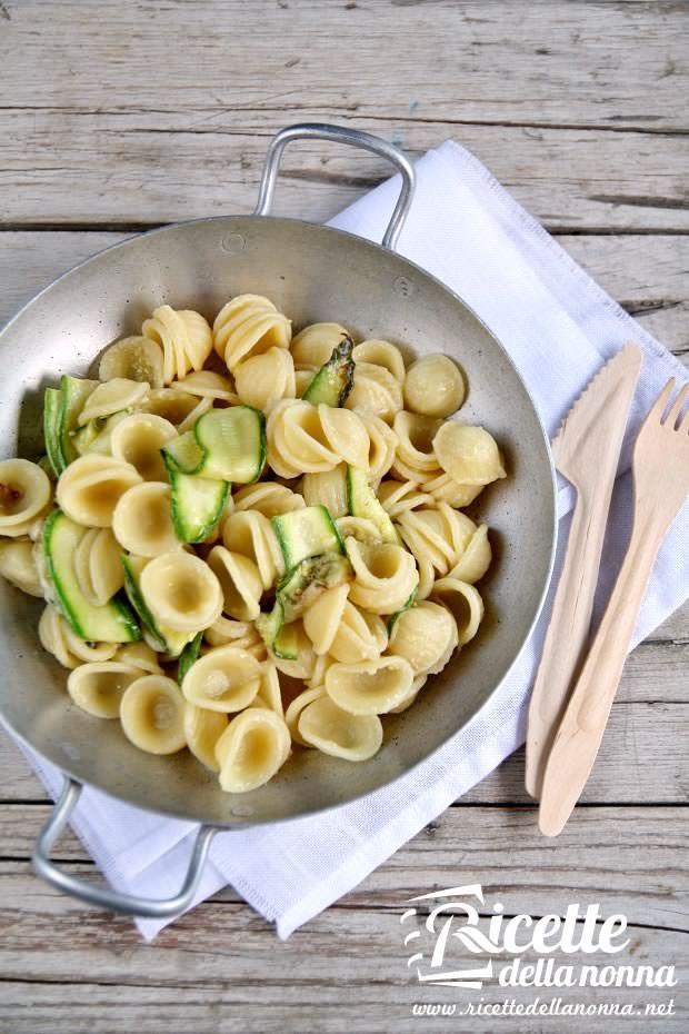 Orecchiette con nastri di zucchina ricetta e foto