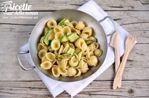 Orecchiette con nastri di zucchine