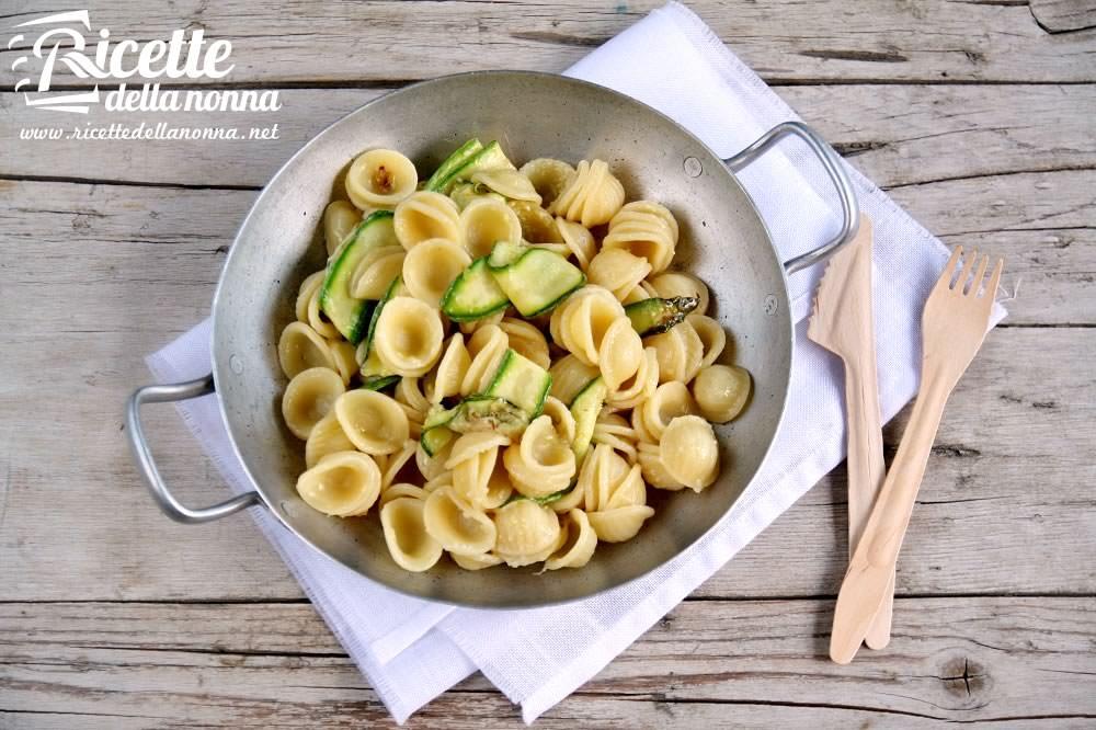Ricette Estive Orecchiette.Orecchiette Con Nastri Di Zucchine Ricette Della Nonna