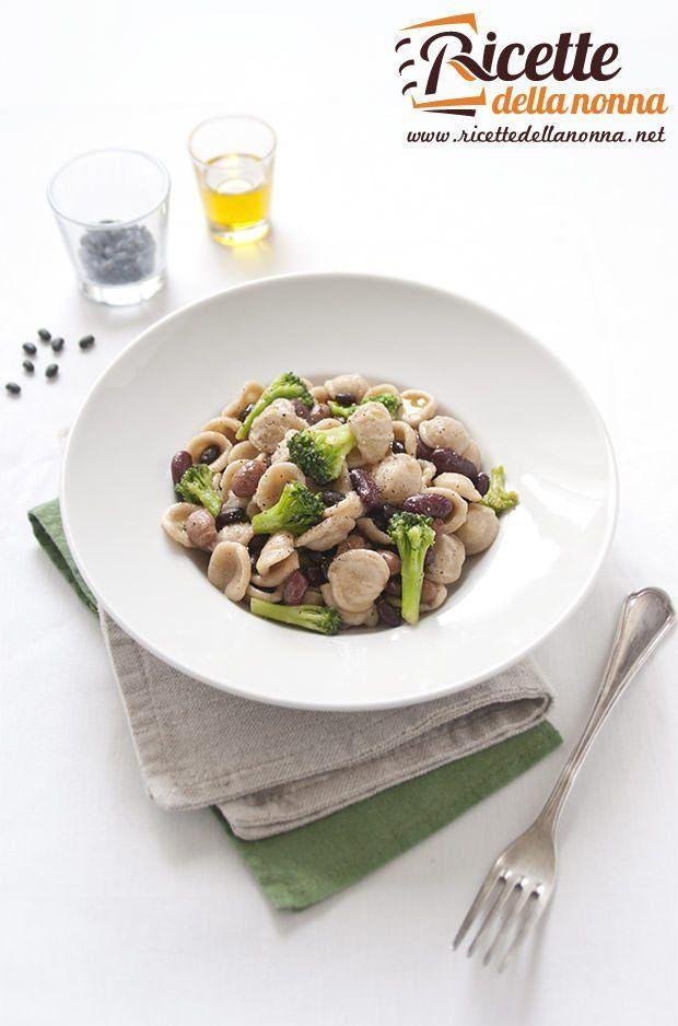 Foto orecchiette con broccoli e fagioli