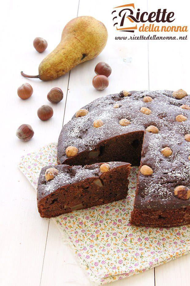 Torta al cioccolato con pere e nocciole ricetta e foto