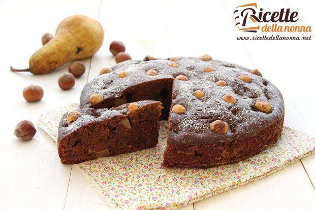 Ricetta torta al cioccolato con pere e nocciole