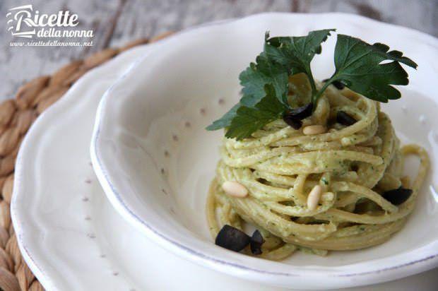 Spaghetti di Gragnano al pesto di triglie mantecati al burro Occelli ricetta e foto