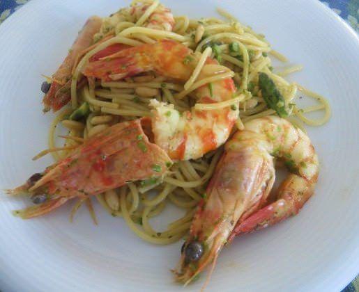 Spaghetti asparagi, pinoli e mazzancolle ricetta e foto