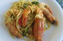 Spaghetti asparagi, pinoli e mazzancolle