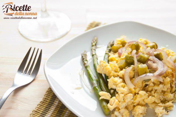 Asparagi con uova strapazzate ricetta e foto