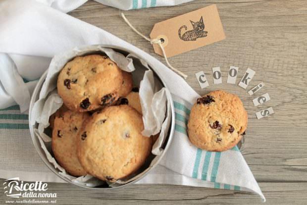 Ricetta biscotti scoppiettanti all'uvetta e cannella