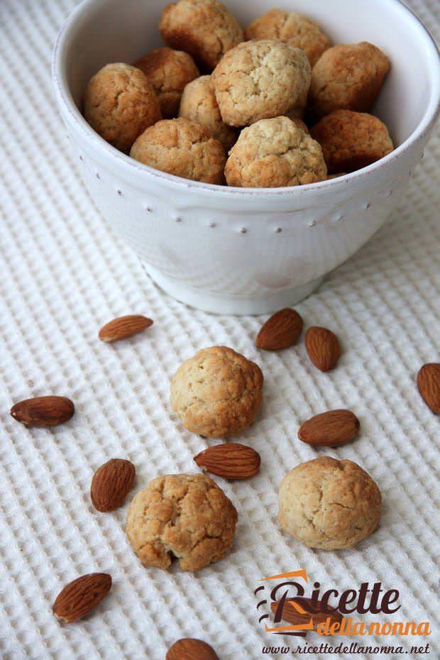 Biscotti alle mandorle ricetta e foto