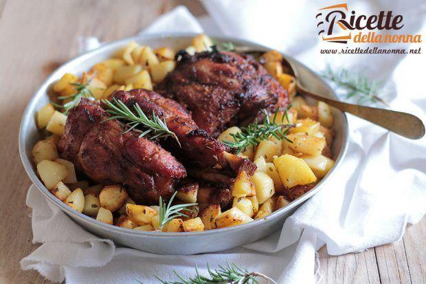 Cosciotto di maialino al forno con le patate