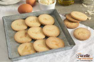 Biscotti di pasta frolla all'olio e mandorle