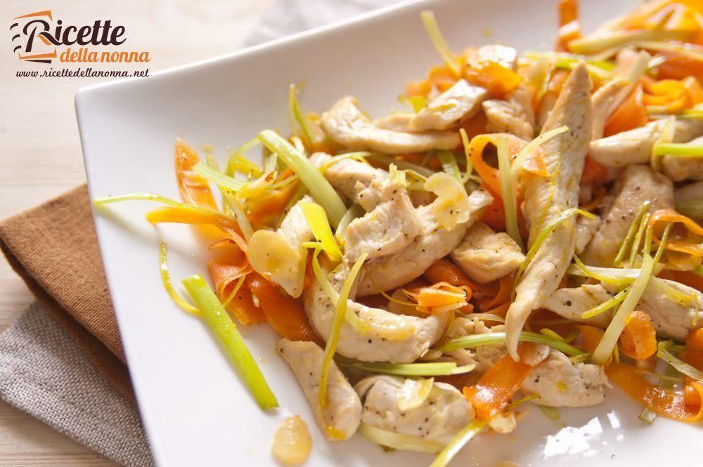 Insalata di pollo e mandorle ricette della nonna for Ricette insalate