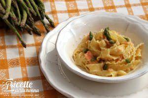 Pasta con salmone affumicato e asparagi