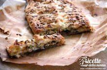 Torta salata a strati con funghi, zucchine e formagella di Tremosine