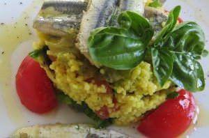 Couscous allo zafferano, alici, pomodoro e basilico