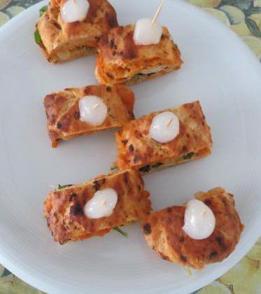 Focaccia tiepida ai pomodori secchi e fesa di tacchino ricetta e foto
