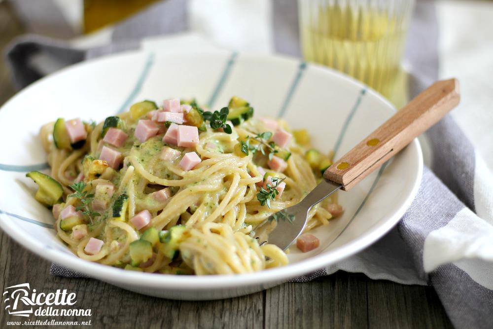 Spaghetti cremosi con zucchine e prosciutto di praga for Ricette spaghetti