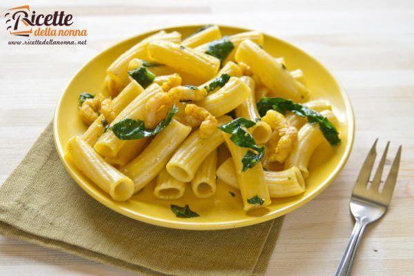 Pasta gamberetti, spinaci e zafferano