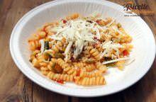 Pasta zucchine e ricotta salata