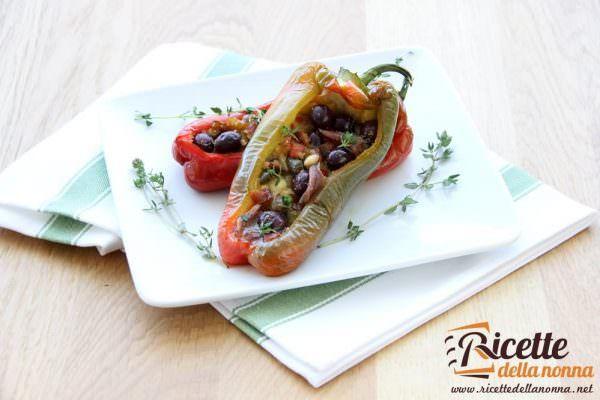 Peperoni ripieni con scamorza, olive e acciughe
