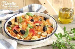 Rigatoni al forno con melanzane, ciliegini e olive piccanti