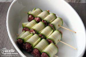 ricetta salsiccia zucchine rotolini