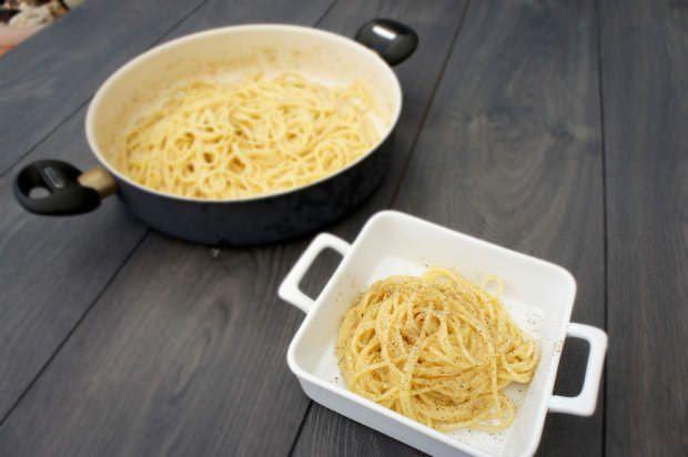 Spaghetti cacio e pepe ricette della nonna for Ricette romane tradizionali