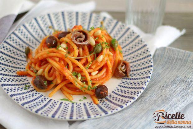 Spaghetti alla puttanesca ricetta e foto
