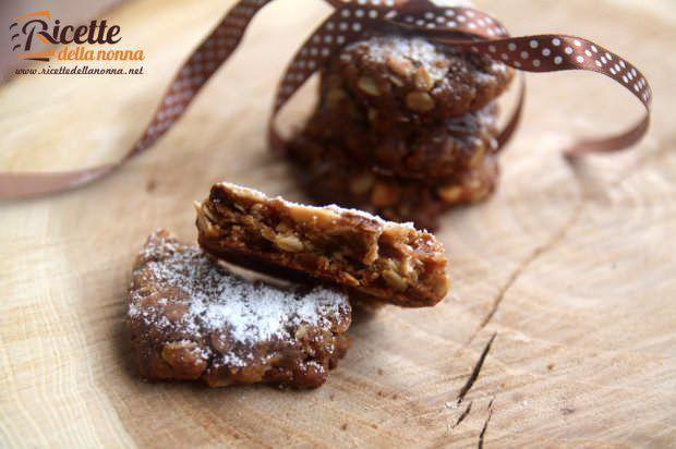 Biscotti con arachidi e cioccolato ricetta e foto