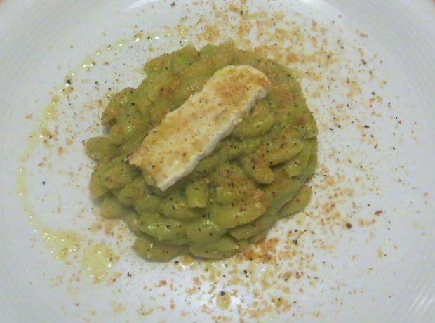 Gnocchetti sardi, nocciole, crema di asparagi e Tuma del trifolau ricetta e foto