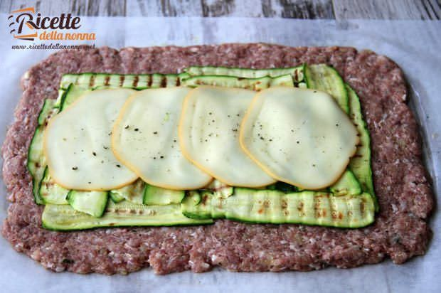 ricetta polpettone zucchine provola