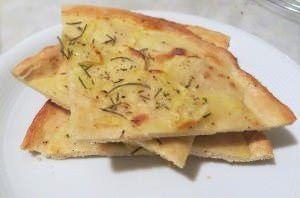 Schiacciata patate e rosmarino