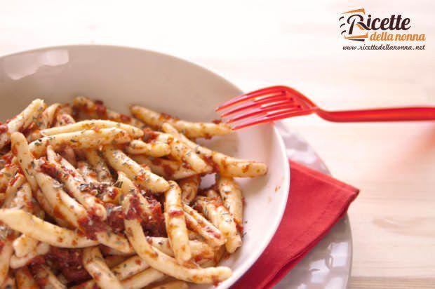 Maccheroni al sugo di pomodori secchi ricetta e foto