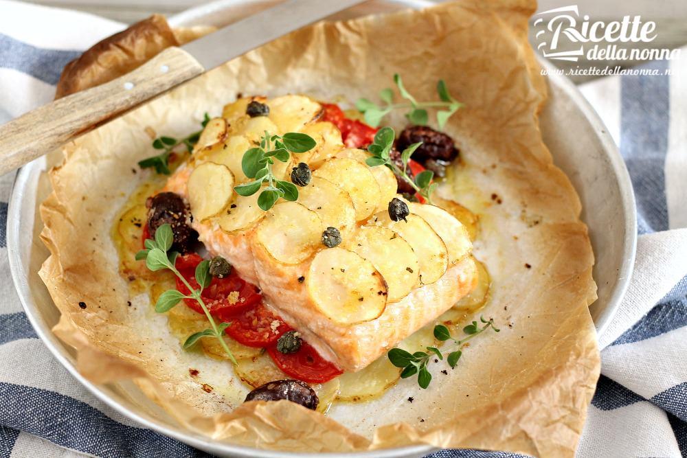 Salmone al forno light con patate ricette della nonna for Salmone ricette