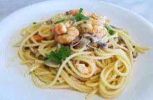 Spaghetti con arselle e gamberi