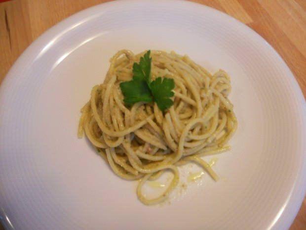 spaghetti al pesto di noci e alici
