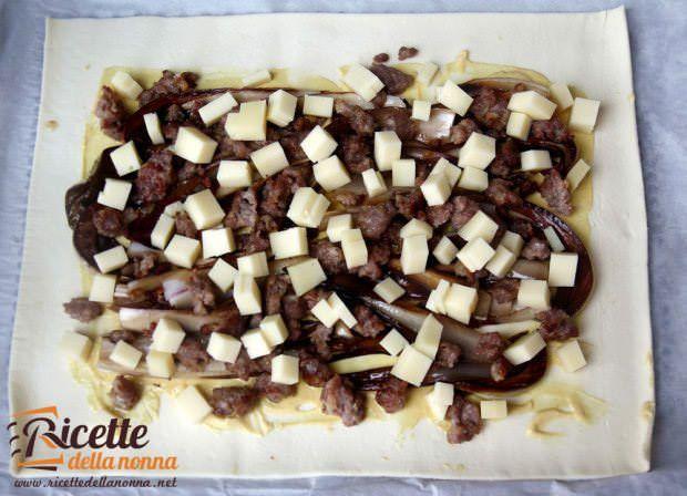 Ricetta strudel salato radicchio montasio