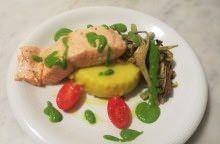 Salmone, patate, carciofi e rucola