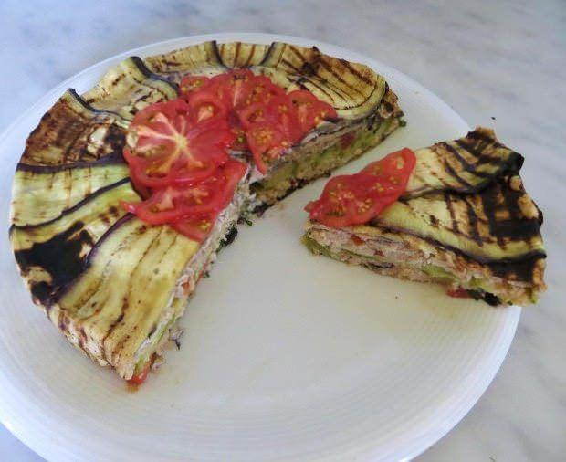 Torta di panzanella con alici e verdure estive ricetta e foto