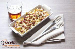 Pasta fredda con granella di nocciole, speck e parmigiano