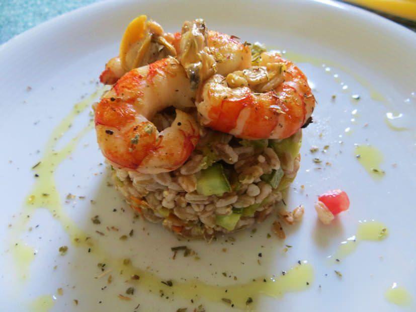 Insalata di farro ai frutti di mare ricette della nonna for Ricette antipasti di pesce