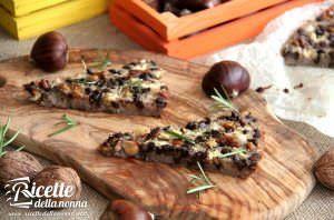Castagnaccio alle noci, mela e cioccolato