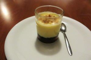 Crema alla vaniglia, mirtilli e nocciole