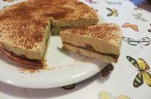 Torta di mele, mandorle e crema spumosa alla cannella
