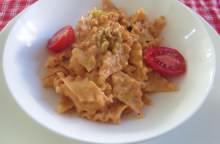 Pasta con ricotta, pomodoro e noci